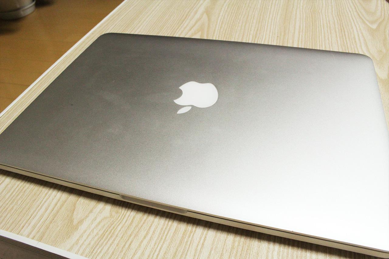 MacBookProのボディについた手垢(汚い)
